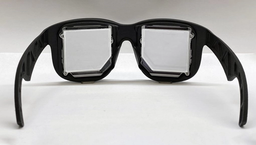 Prototype of the FRL virtual reality glasses.